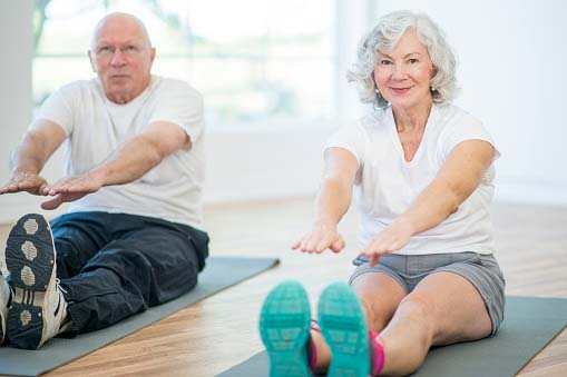 old couple doing exercise=